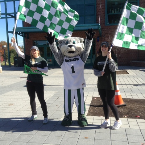 Baxter posed with the women's volleyball on Green Day Friday
